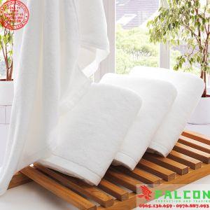 Khăn tắm trắng trơn dùng trong khách sạn